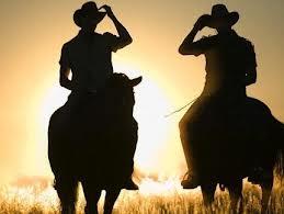 homem_andando_cavalo